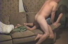 Un mari prête sa femme à un ami - Vidéo candaulisme amateur
