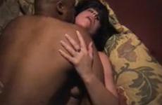 une-femme-jouit-de-plaisir-avec-son-amant-black-video-candaulisme-amateur