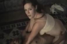 Une jeune femme sexy se fait prendre par un black bien membré - Vidéo candaulisme amateur