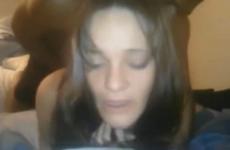 Le mari filme le visage de sa femme entrain de jouir - Vidéo candaulisme amateur