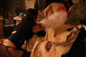 Un halloween candauliste - Vidéo candaulisme amateur