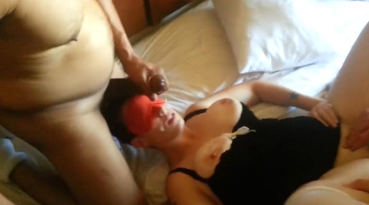 Offerte les yeux bandes a un inconnu dans un hotel - 3 3