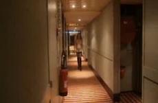 Le mari cocu livre sa pute à l'hôtel - Cuckold vidéo