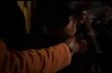 Une femme en resille est offerte dans un parking - Cuckold vidéo