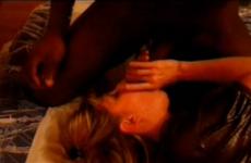 Deux belles queues pour cette femme mature française - Cuckold video
