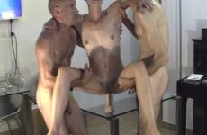 Sa femme s'empale sur un gode ventouse - Cuckold video