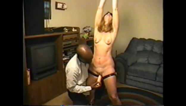 Unu mari prete sa femme yeux bandes