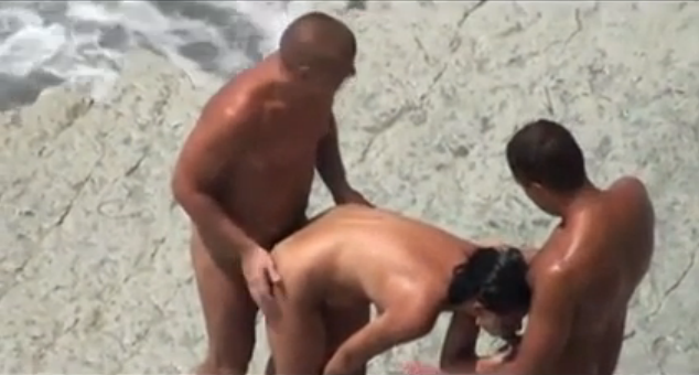 nudiste femme il offre sa femme a des inconnus