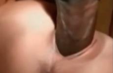 Elle est baisée puis remplie de sperme par une grosse queue de black - Cuckold vidéo
