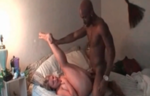Un black se filme entrain de baiser une femme offerte - Cuckold vidéo