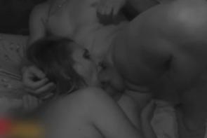 Sa femme est baisée sans capote par un pote - Cuckold vidéo