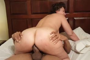 Une grosse queue pour le gros cul de sa femme