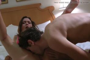 Une femme se filme avec son amant régulier